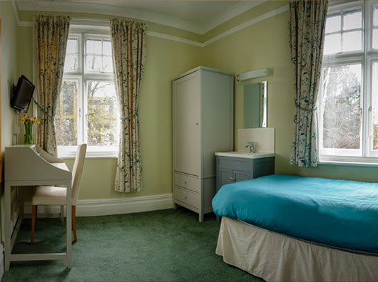 Single room in Sandfield Guest House Oxford with private bathroom